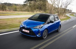 Toyota Yaris hybrid, 2017, front, action