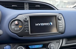 Toyota Yaris hybrid, 2017, display screen