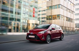 Toyota Yaris, 2017, front, action