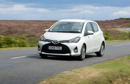 Toyota Yaris 2014, side, action
