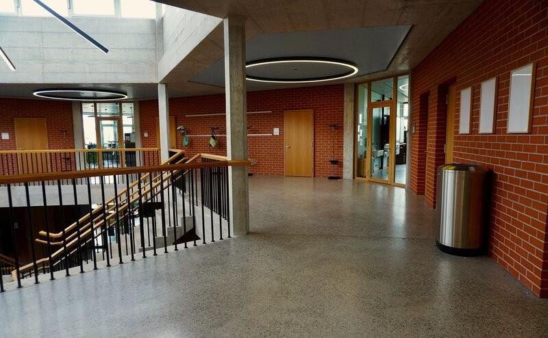 koulun hiottu betonilattia