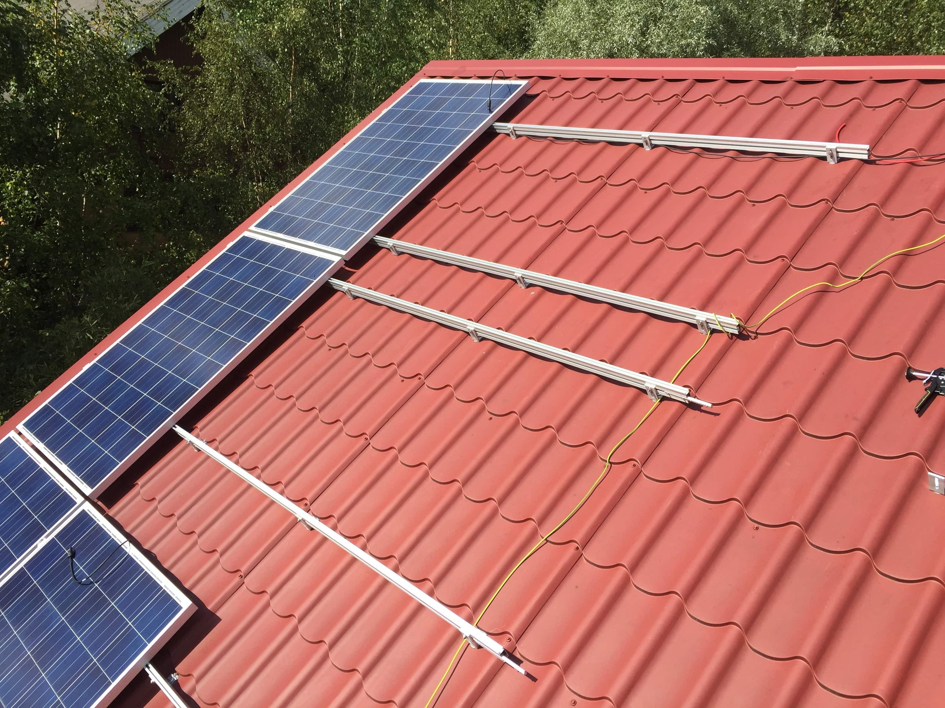 Aurinkopaneelin huoltaminen