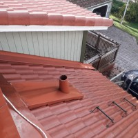 IMBERG L.K - Likainen vs puhdas katto, ja tuuletuksen hattu puuttuu. PESPU.fi 0449870142.jpg