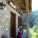 Eingang und Balkon West