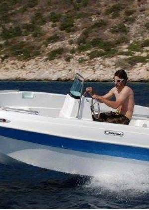 Unlicensed Boat / Barco sin licencia