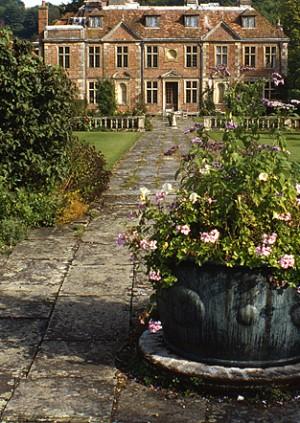 Visit: Heale House Garden