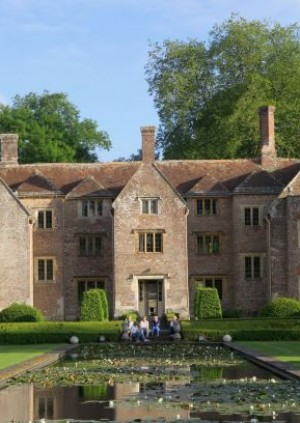 Visit: Bloxworth House