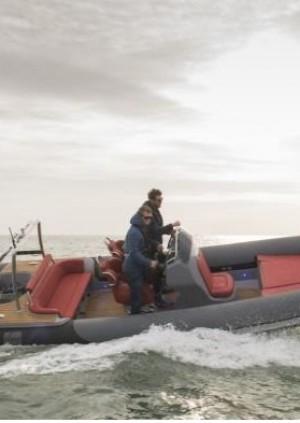 Yacht Tender Motor Boat /  Yate de licitación a motor