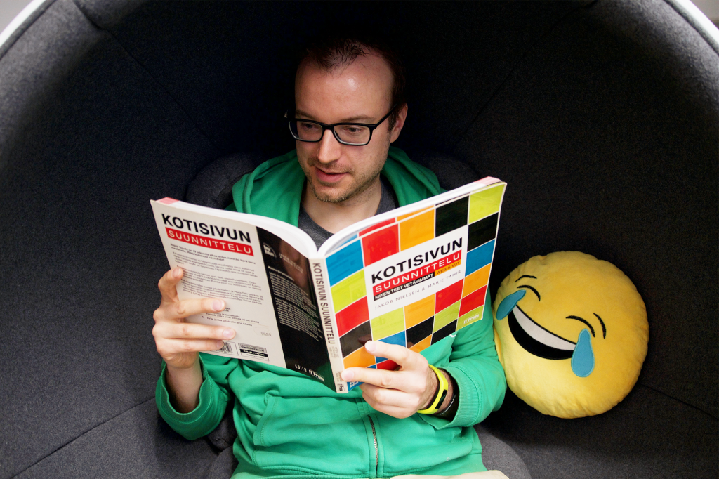 Evermade learning practices, Jaakko reading a book about web design