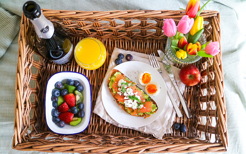 mother's day ideas breakfast in bed