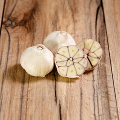 Dried Garlic 2 Bulbs