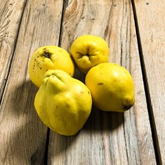 Organic Quince Fruit