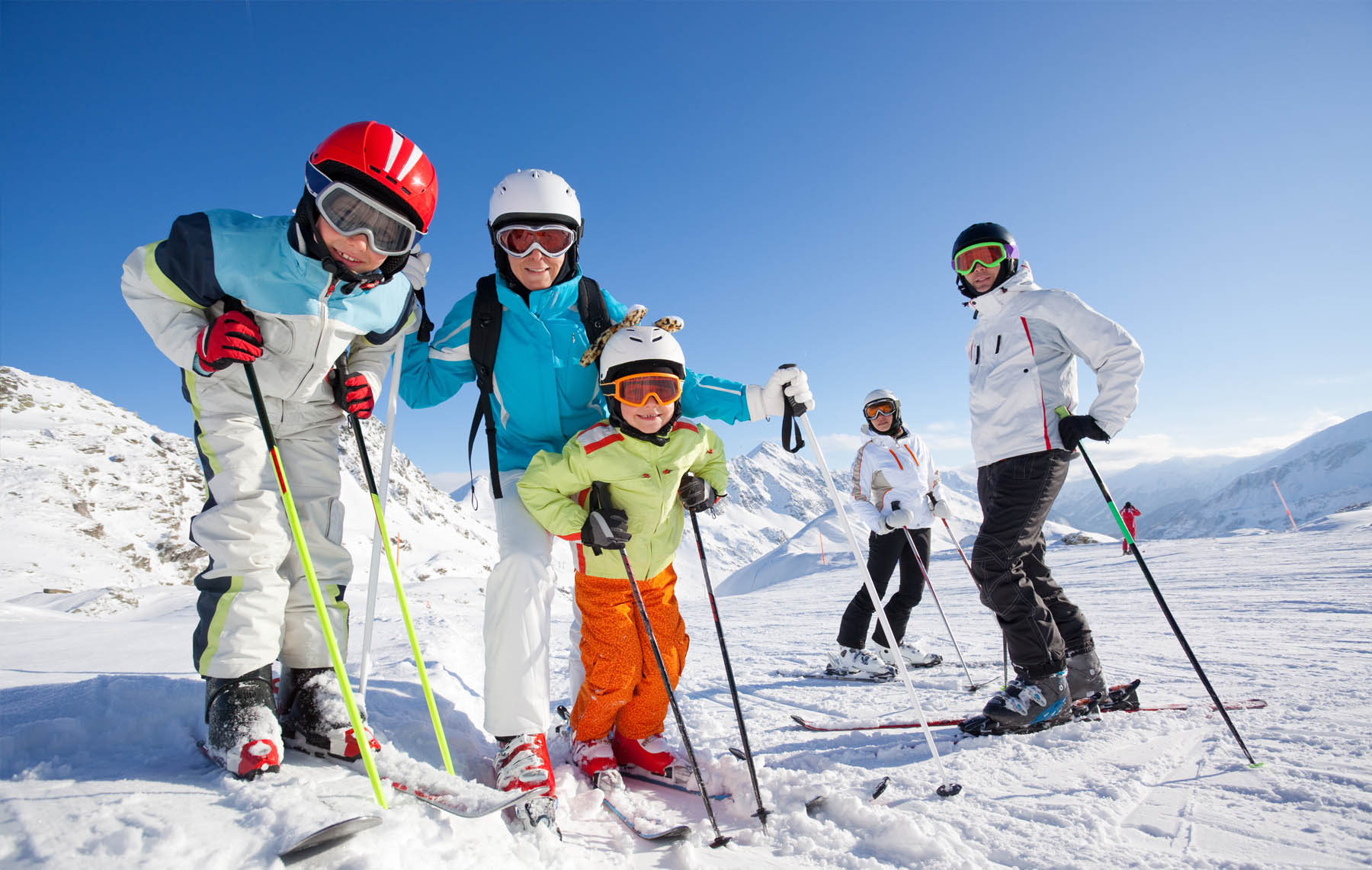 Image newsfeed 5 days skiing with family or friends