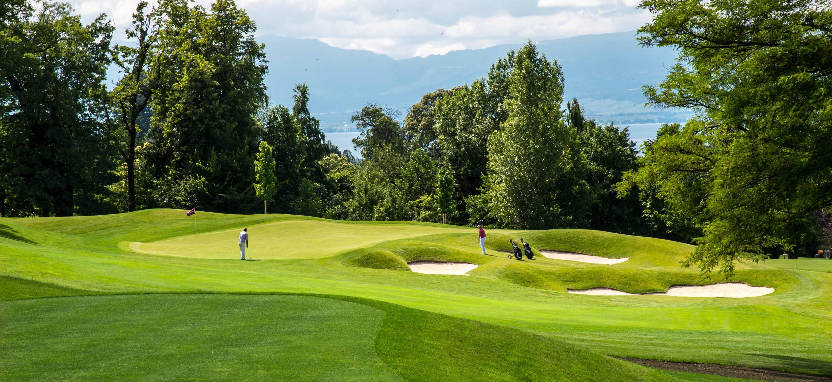 Golf  U00e0 Evian   Le Parcours De L U2019evian Resort Golf Club