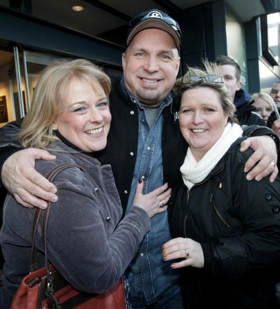 Garth Brooks is pictured meeting fans Marie Mckeown, right, and Eilish Costantino at the announcement of his Irish comeback gigs at Croke Park