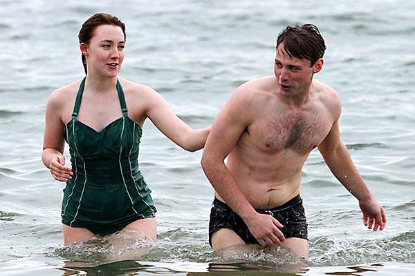 Brooklyn Film Saoirse Ronan Amp Domhnall Gleeson Praised