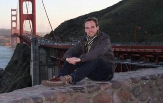 270353F100000578-3012053-First_picture_Germanwings_co_pilot_28_year_old_German_Andreas_G_-m-40_1427373291487