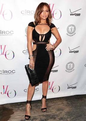 Jennifer-Lopez-wearing-the-Sam-Pavé-Cuff-available-in-Arnotts