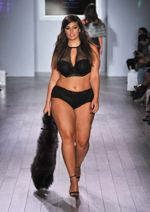 Am size sexy ashley graham steals the show at new york fashion
