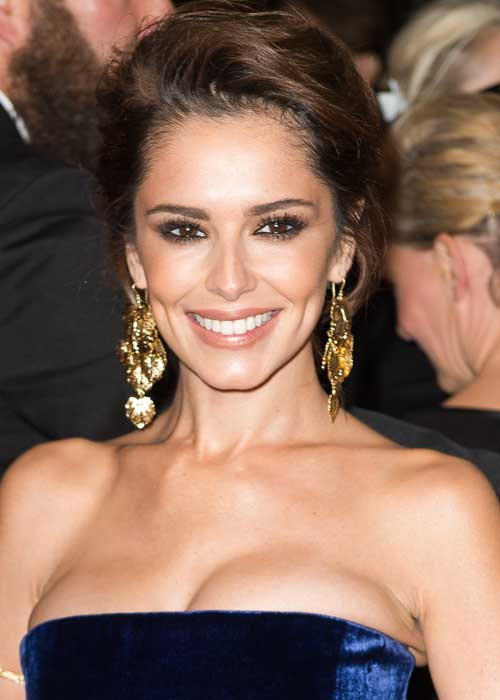 Cheryl Fernandez-Versini eats Marmite
