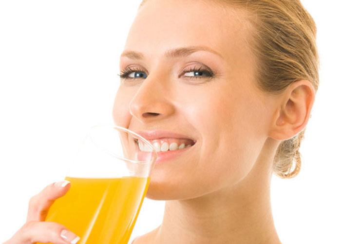 woman_drinking-orange-juice
