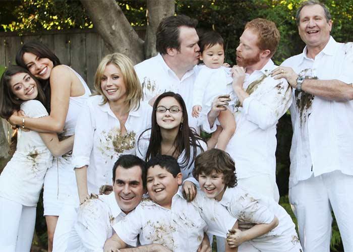 modern_family_family_portrait
