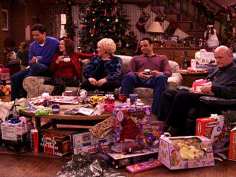 9 childhood Christmas TRADITIONS we still love as adults - EVOKE.ie