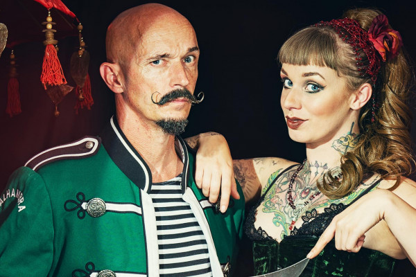 Duo Circus Sideshow