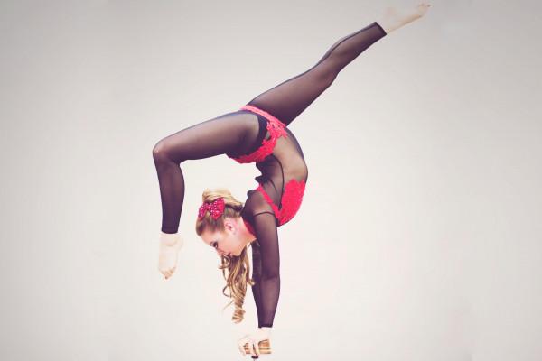 Roxanne Hand Balance & Contortion