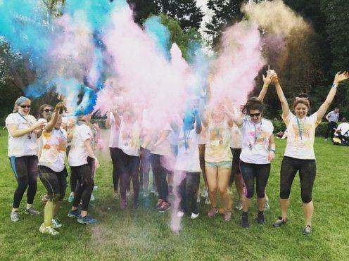 colour-run-team-celebrating