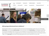 Het klassiek academisch kunstonderwijs is in Groningen blijven voortbestaan, wat bijna uniek is voor heel Europa. In de 19eeeuw draaide het kunstonderwijs om technische perfectie, aandacht voor je persoonlijke expressie was er niet. In de 20eeeuw draaide het kunstonderwijs juist om die expressie. Vakkennis werd overboord gezet. Ambachtelijke vaardigheden werden niet langer gewaardeerd en overgedragen.  Bij de Klassieke Academie combineer je klassieke vaardigheden en technieken met je eigen(tijdse) talentontwikkeling. Met als doel hoogwaardige beeldende kwaliteit.