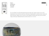 Mijn vriend en colega keramist uit België.  Maakt bijzoder grote mooie vazen. Ook in samenwerking met enkele beroemde Belgische schilders.  We zien elkaar van tijd tot tijd. Ook spuien we vaak onze ideeën via mail of fhone.  We zijn het zeker met elkaar eens dat de Belgen beter bier hebben dan wij Nederlanders.