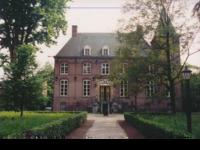 Een unieke plek in het groene hart van Brabant: 'Het Groene Woud'. Een rustiek kasteel met een verhalenrijke kasteelvrouwe, veel leuke tentoonstellingen . Een aanrader. Must see: een tentoonstelling van de onlangs overleden kunstenares Franca Muller Jabusch. Adres:Kasteellaan 2 5076 RE Haaren (NB) Tel. 06 55941583