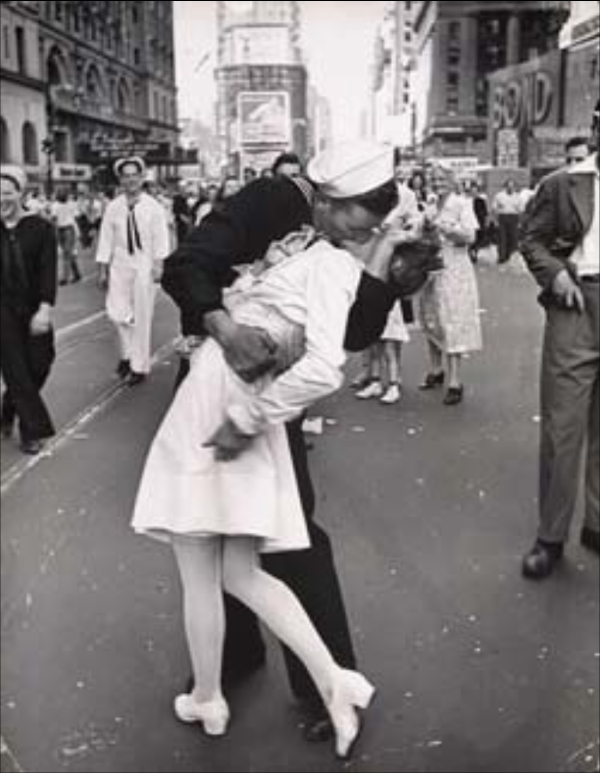 novios-besandose-paris