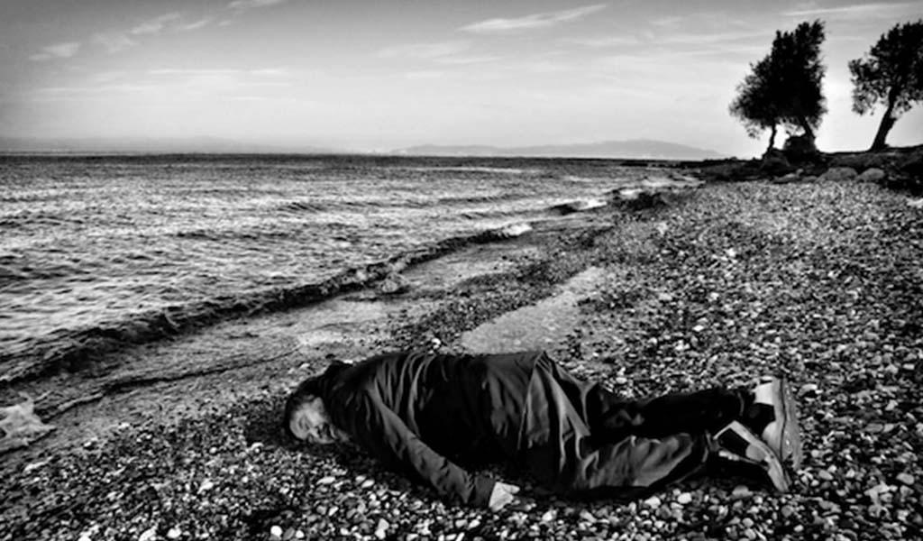 Ai Weiwei representa el cuerpo sin vida de Aylan Kurdi