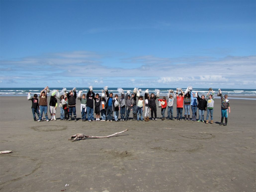 Equipo de voluntarios de Washed Ashore