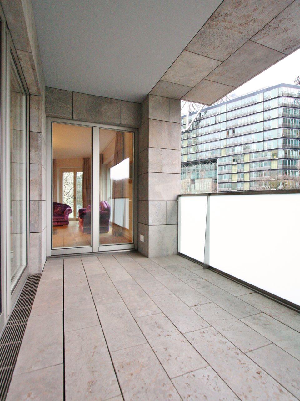 first class living elegantes wohnen mit parkblick. Black Bedroom Furniture Sets. Home Design Ideas