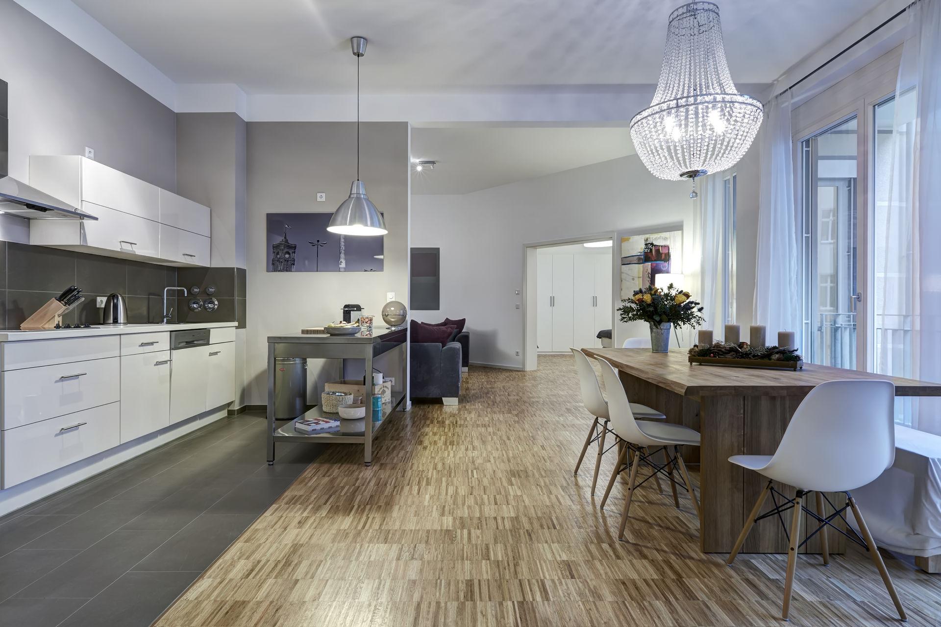 luxuri ses apartment in der prestigereichen simon dach stra e farawayhome. Black Bedroom Furniture Sets. Home Design Ideas