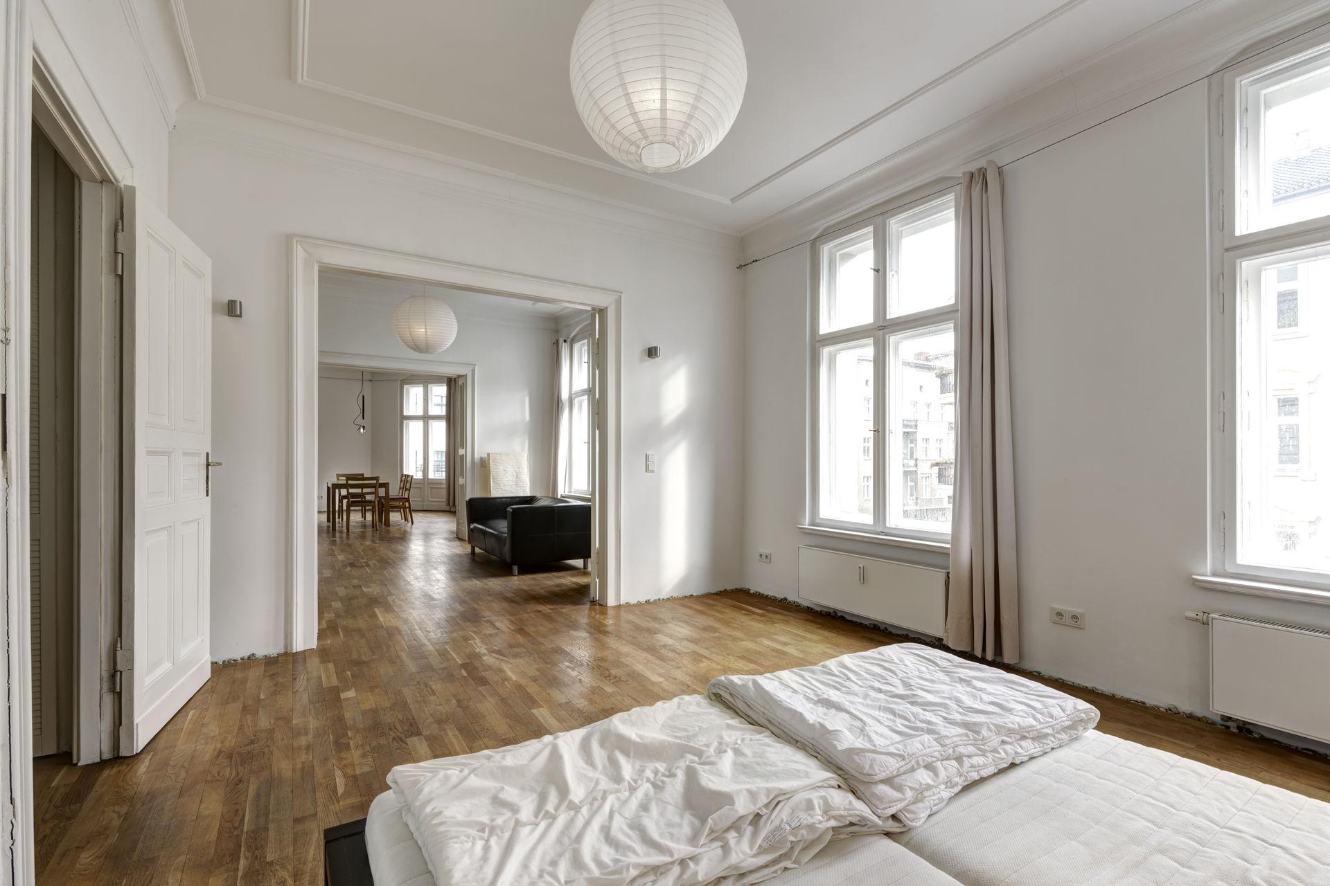 elegante altbauwohnung mit balkon im bergmannkiez farawayhome. Black Bedroom Furniture Sets. Home Design Ideas