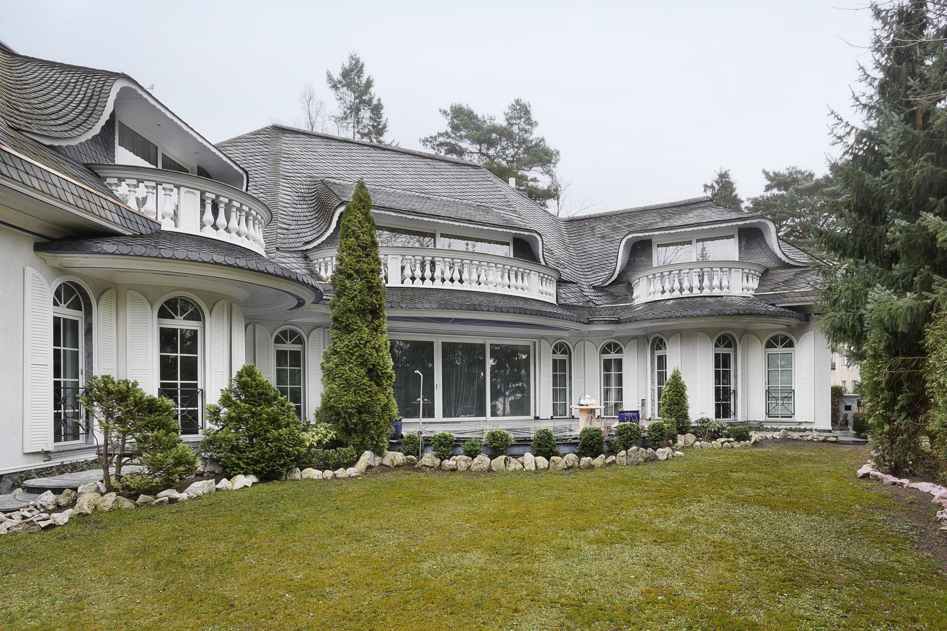 aussergew hnliche villa in grunewald farawayhome. Black Bedroom Furniture Sets. Home Design Ideas