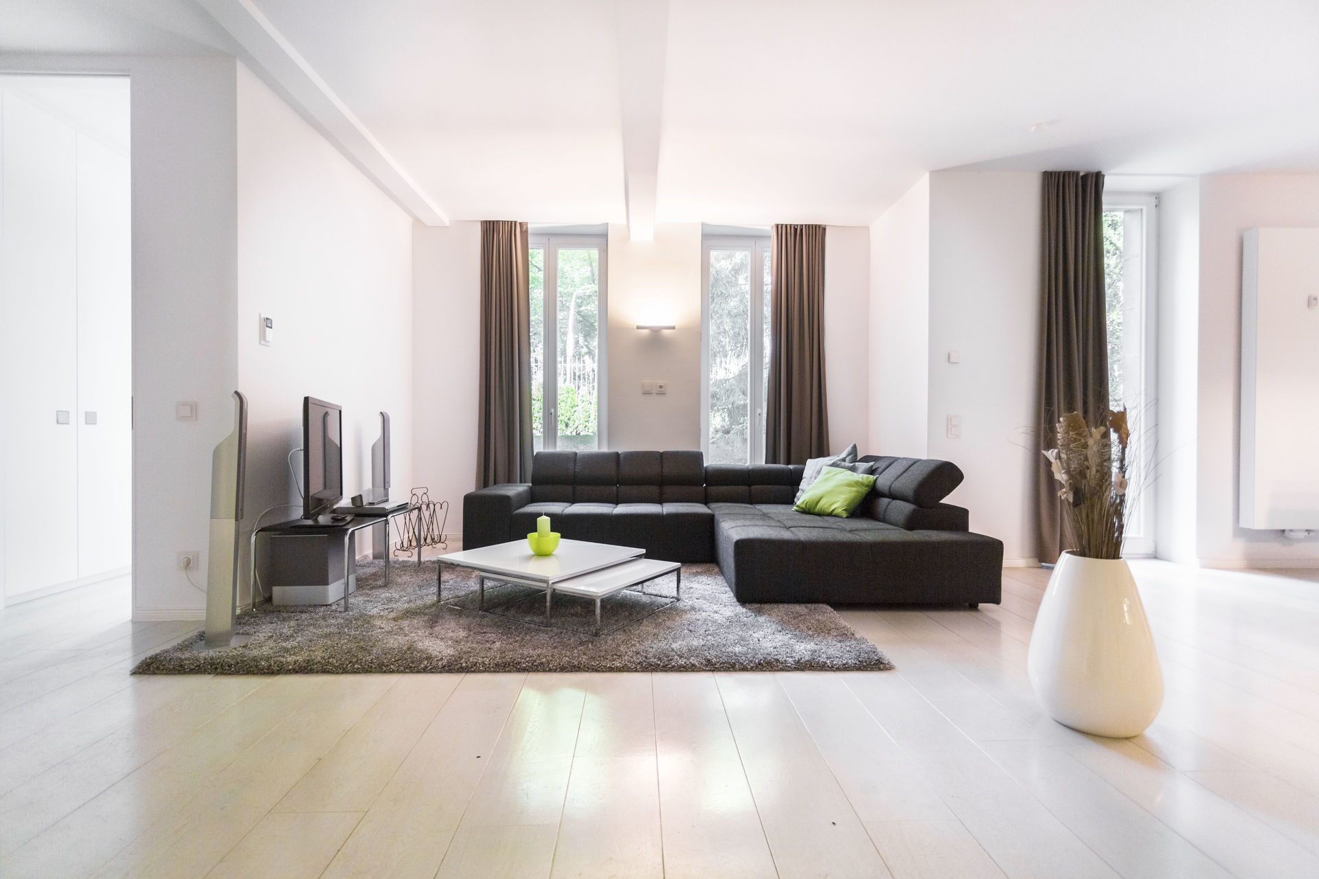 gro z gige m blierte wohnung in der pr chtigen kaiservilla. Black Bedroom Furniture Sets. Home Design Ideas