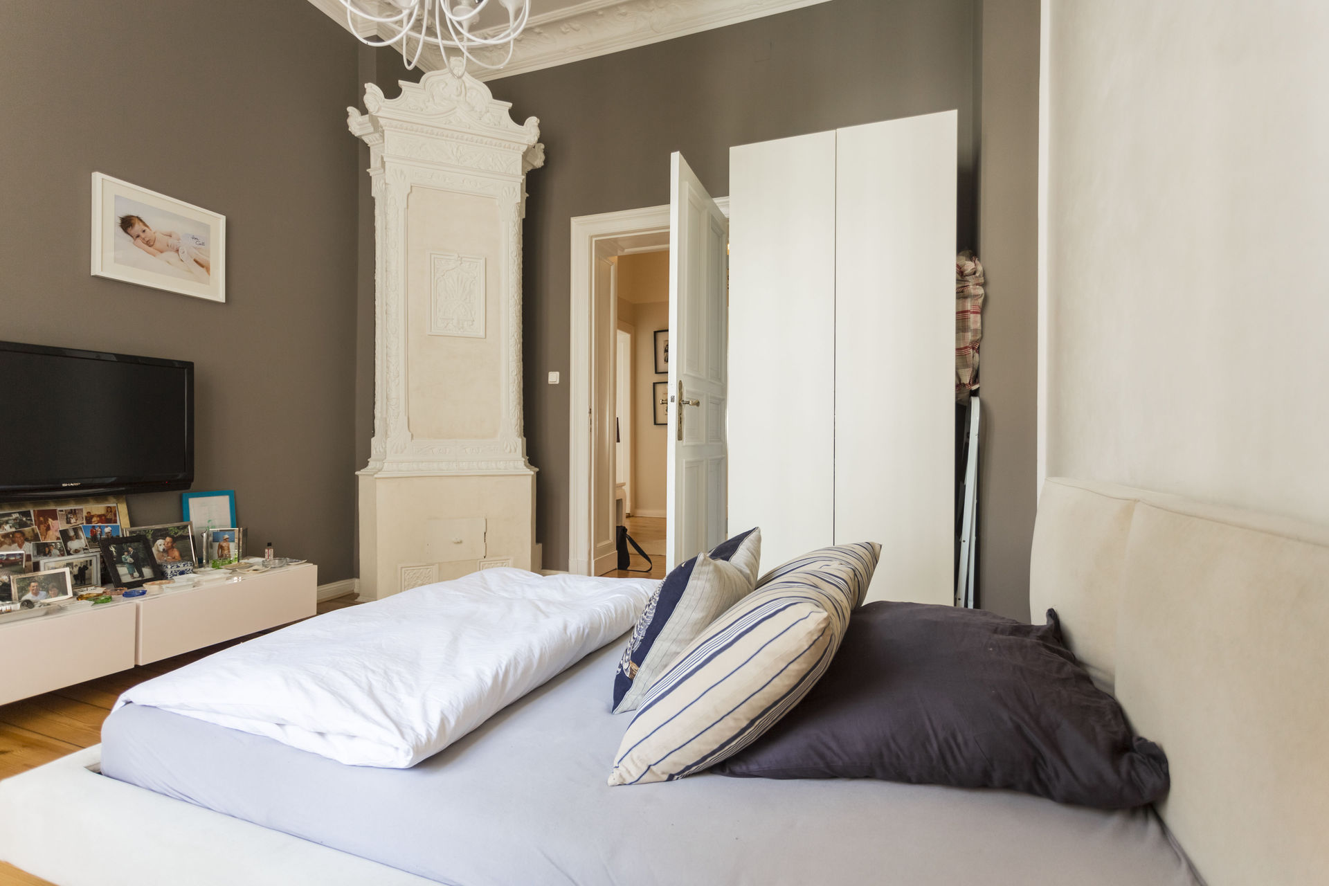 Wohnideen schlafzimmer modern: lewis lighting benton ar modern ...