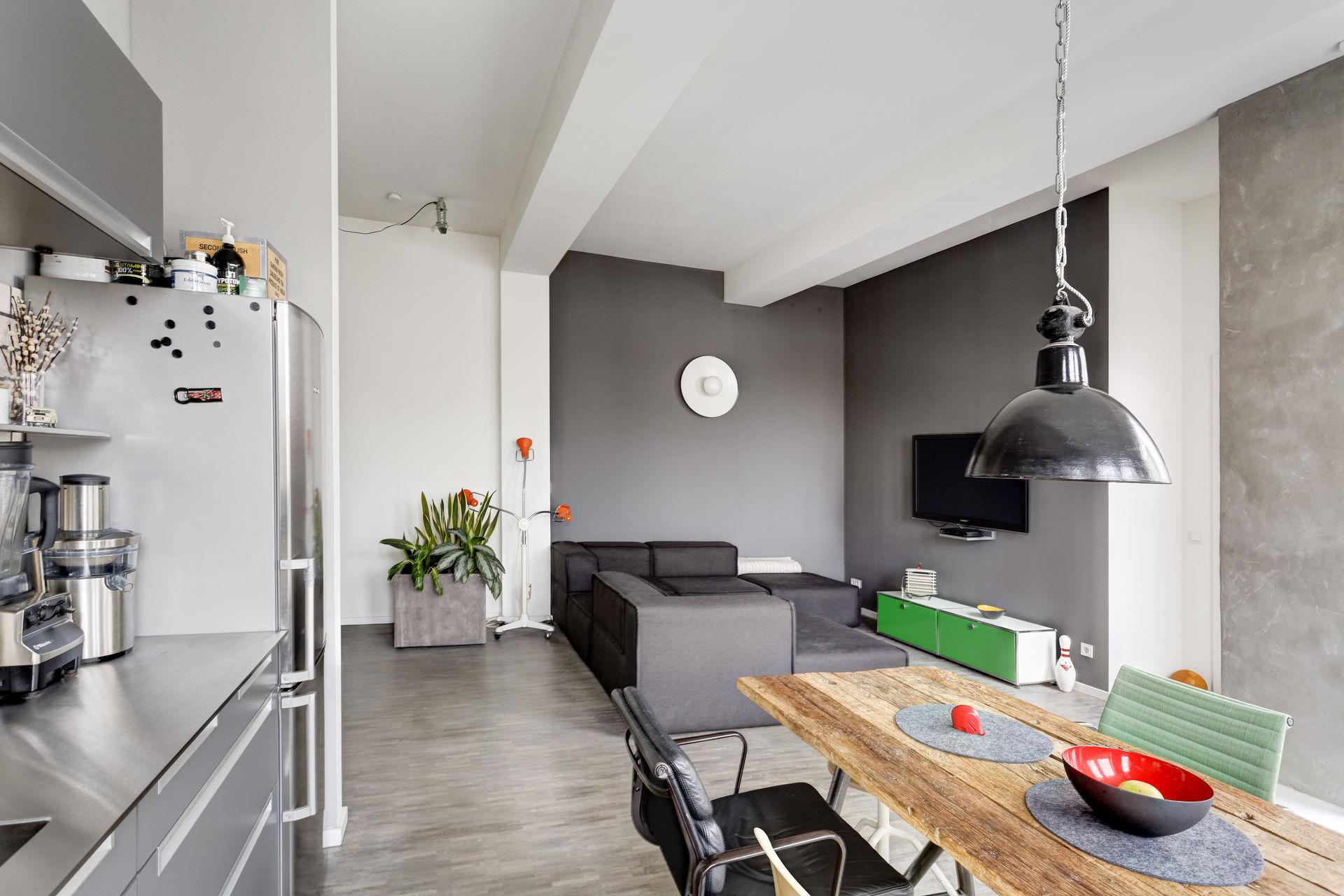 saniertes loft in alter fabrik mit terrasse. Black Bedroom Furniture Sets. Home Design Ideas