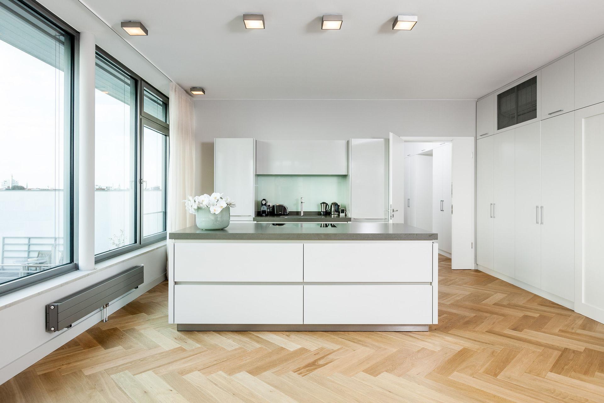 luxus penthouse in ruhiger kurf rstendamm seitenstra e farawayhome. Black Bedroom Furniture Sets. Home Design Ideas