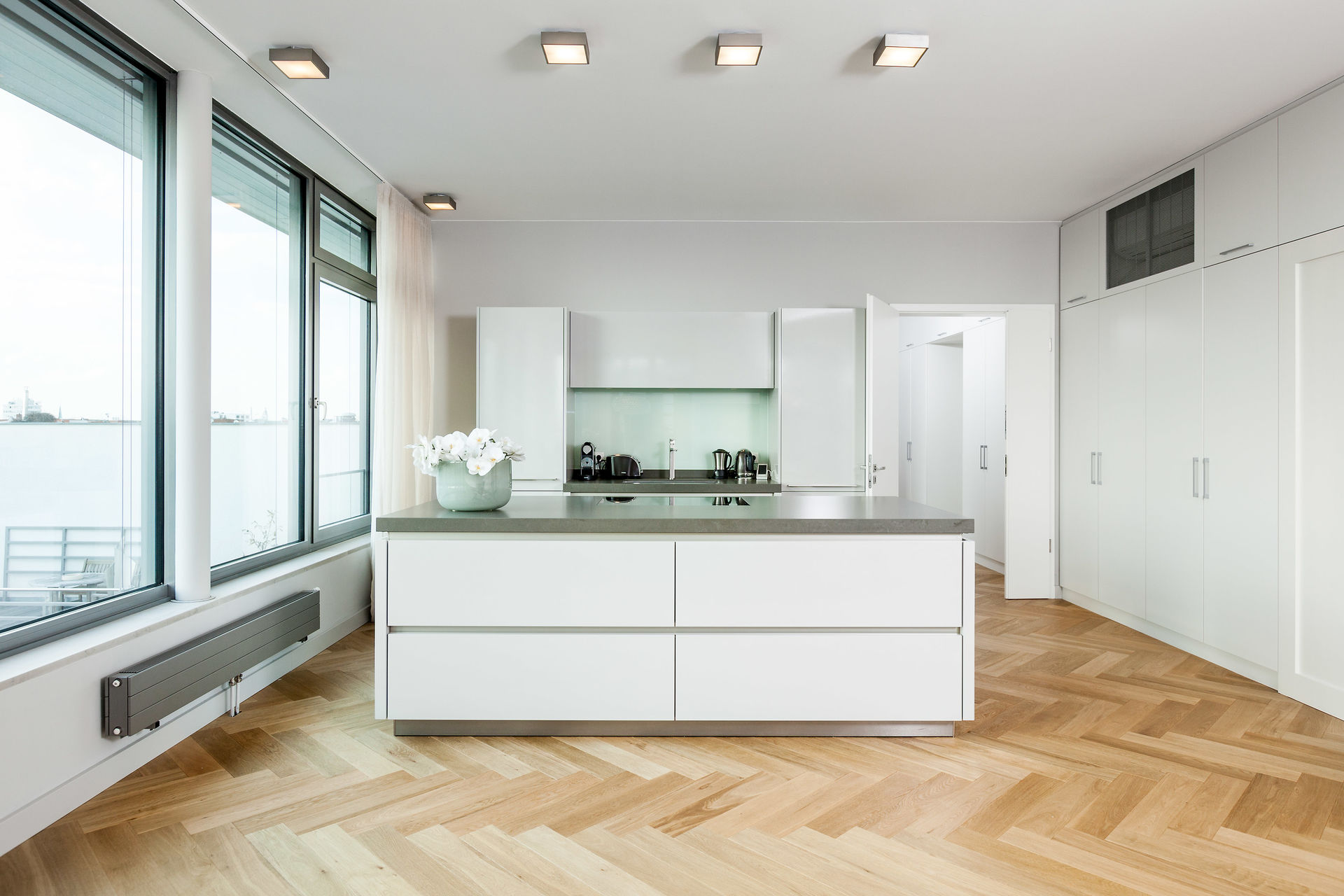 luxus penthouse in ruhiger kurf rstendamm seitenstra e. Black Bedroom Furniture Sets. Home Design Ideas