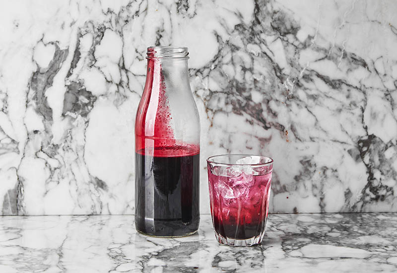 How to make berry cordial at home