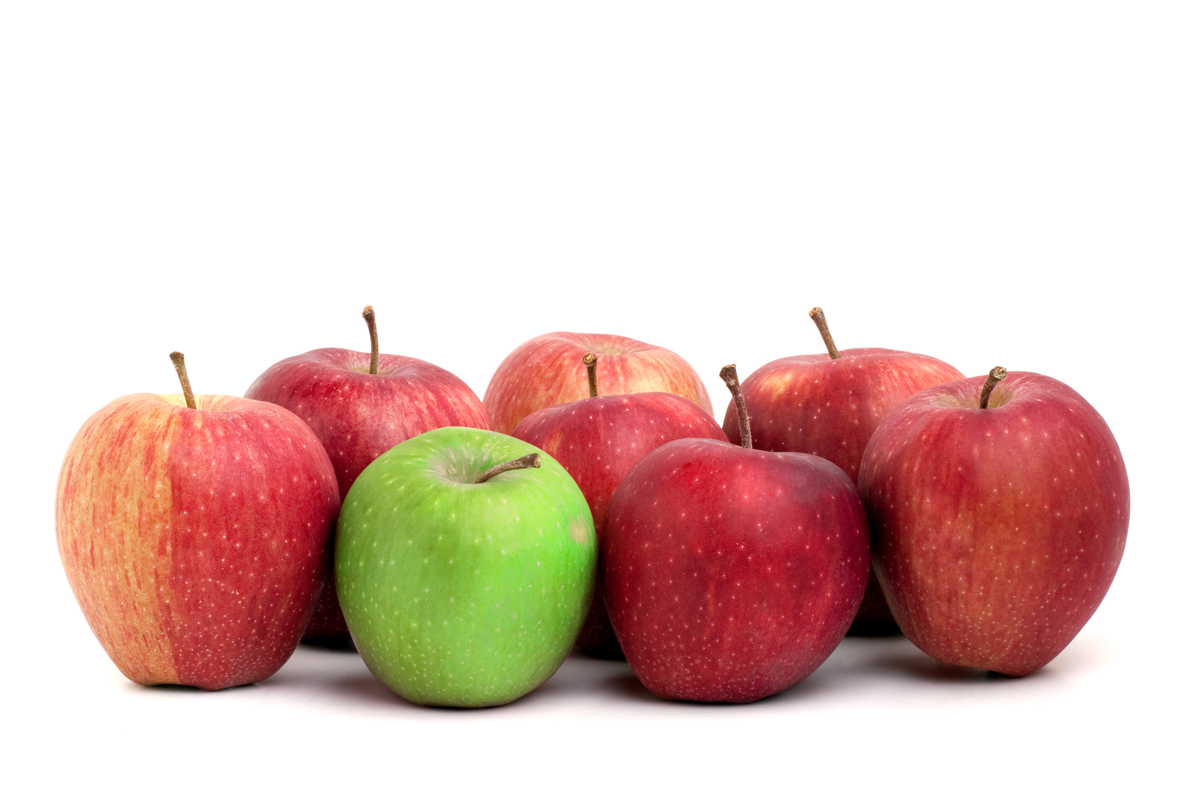 A Lone Green Granny Smith Apple Sits Amongst A Crowd Of Red Delicious Apples Htelh P0Ro