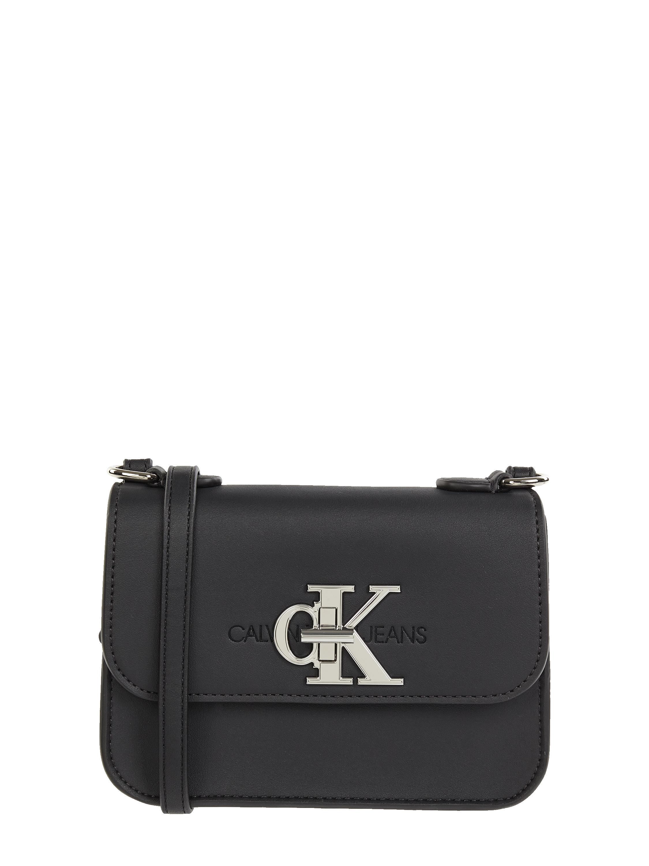 CK Calvin Klein – Crossbody Bag mit Logo Schließe – Schwarz