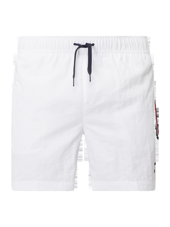 Tommy Hilfiger Slim Fit Badeshorts mit Logo Anhänger Weiß