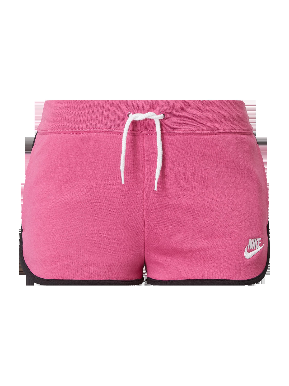 Nike – Szorty z dzianiny dresowej o kroju standard fit z wyhaftowanym logo – Różowy